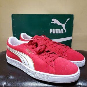 PUMA Women's Suede Varsity Sneaker 10